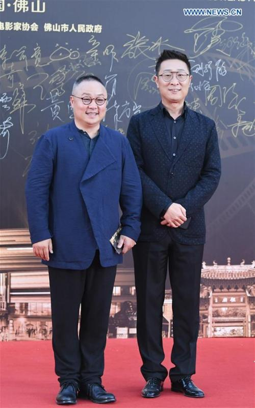 Actor Lin Yongjian (R) attends the red carpet ceremony of the 27th China Golden Rooster & Hundred Flowers Film Festival in Foshan, south China\'s Guangdong Province, Nov. 10, 2018. The red carpet ceremony of the 27th China Golden Rooster & Hundred Flowers Film Festival was held here on Saturday. (Xinhua/Deng Hua)