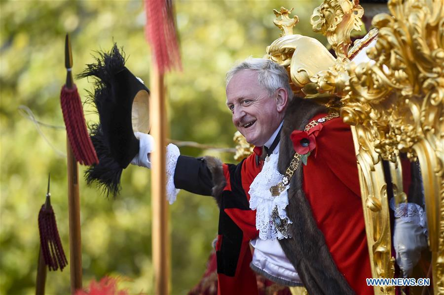 Peter Estlin, the 691st Lord Mayor of the City of London, waves to the crowd from the Gold State Coach during the Lord Mayor\'s Show outside St Paul\'s Cathedral in London, Britain, on Nov. 10, 2018. As the elected head of the City of London Corporation, Peter Estlin will serve as a global ambassador for the UK-based financial and professional services industry for a one-year term. (Xinhua/Stephen Chung)