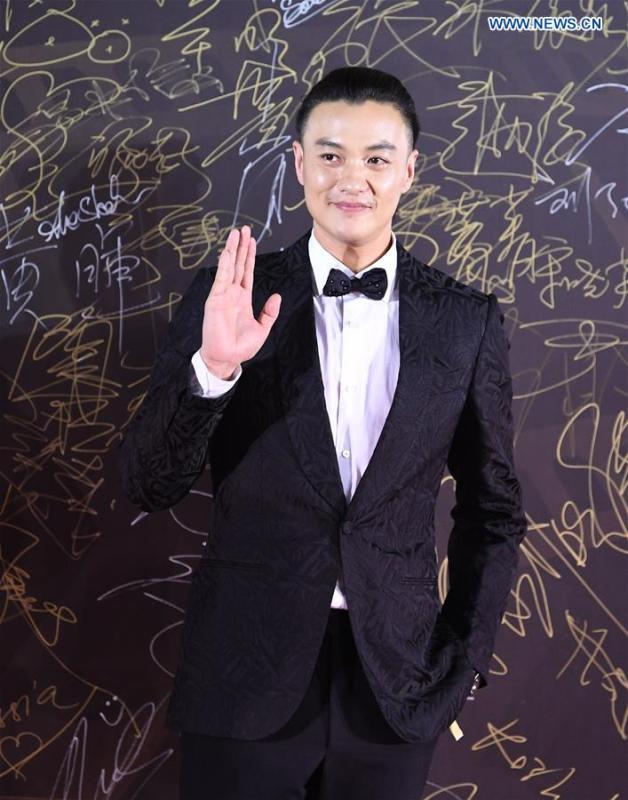 Actor Zhou Yiwei attends the red carpet ceremony of the 27th China Golden Rooster & Hundred Flowers Film Festival in Foshan, south China\'s Guangdong Province, Nov. 10, 2018. The red carpet ceremony of the 27th China Golden Rooster & Hundred Flowers Film Festival was held here on Saturday. (Xinhua/Deng Hua)