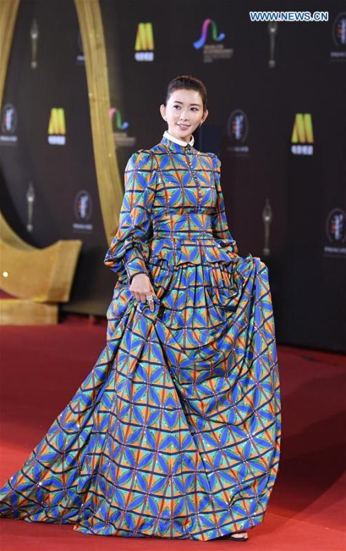 Actress Lin Chi-ling attends the red carpet ceremony of the 27th China Golden Rooster & Hundred Flowers Film Festival in Foshan, south China\'s Guangdong Province, Nov. 10, 2018. The red carpet ceremony of the 27th China Golden Rooster & Hundred Flowers Film Festival was held here on Saturday. (Xinhua/Deng Hua)