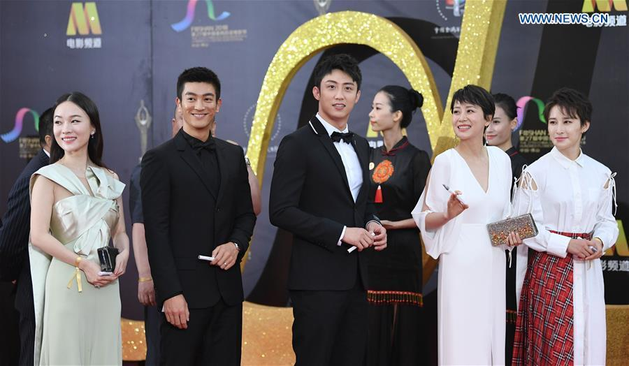 Actors Du Jiang (2nd L) and Huang Jingyu (C), along with actress Hai Qing(2nd R), attend the red carpet ceremony of the 27th China Golden Rooster & Hundred Flowers Film Festival in Foshan, south China\'s Guangdong Province, Nov. 10, 2018. The red carpet ceremony of the 27th China Golden Rooster & Hundred Flowers Film Festival was held here on Saturday. (Xinhua/Deng Hua)