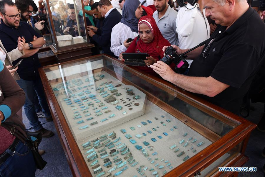 People look at the unearthed artifacts in Saqqara Necropolis, Giza Province, Egypt, on Nov. 10, 2018. Egypt\'s Minister of Antiquities Khaled al-Anany announced Saturday the discovery of seven pharaonic tombs in Saqqara Necropolis. (Xinhua/Ahmed Gomaa)