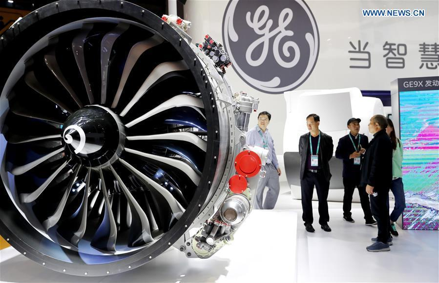 Visitors view the model of a GE aircraft engine at the First China International Import Expo in Shanghai, east China, Nov. 5, 2018. (Xinhua/Fang Zhe)