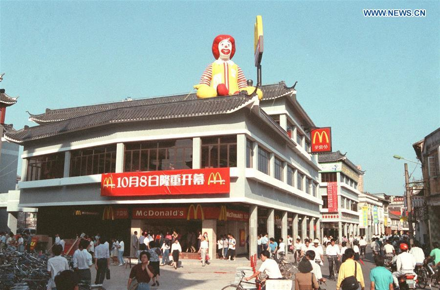File photo taken in October 1990 shows the outside look of the McDonald\'s in Shenzhen, south China\'s Guangdong Province. It was the first McDonald\'s opened in the Chinese mainland. (Xinhua/Zhang Yiwen)