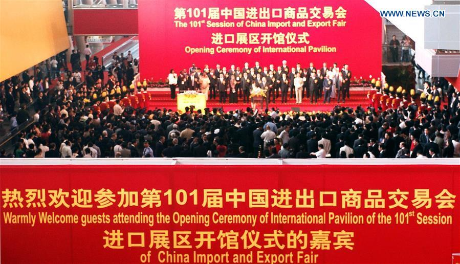 The 101st Session of China Import and Export Fair is opened in Guangzhou, capital of south China\'s Guangdong Province, April 15, 2007. (Xinhua/Chen Xuesi)