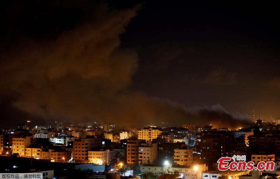 Smoke rises following an Israeli air strike on Hamas\'s television station, in Gaza City November 12, 2018. (Photo/Agencies)