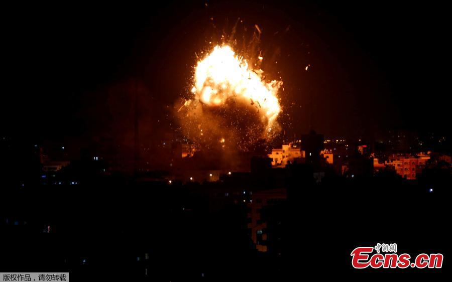 An explosion is seen during an Israeli air strike on Hamas\'s television station, in Gaza City November 12, 2018. (Photo/Agencies)