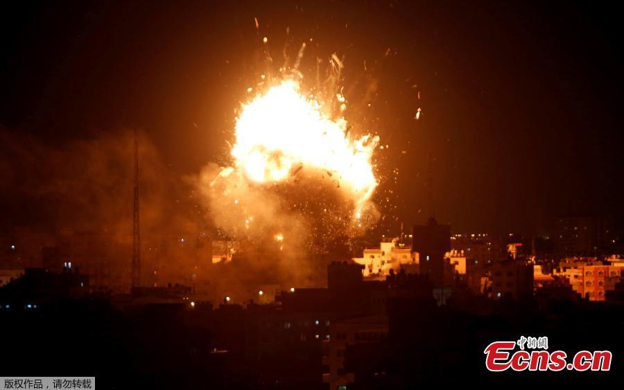 An explosion is seen during an Israeli air strike on Hamas\'s television station, in Gaza City November 12, 2018.(Photo/Agencies)