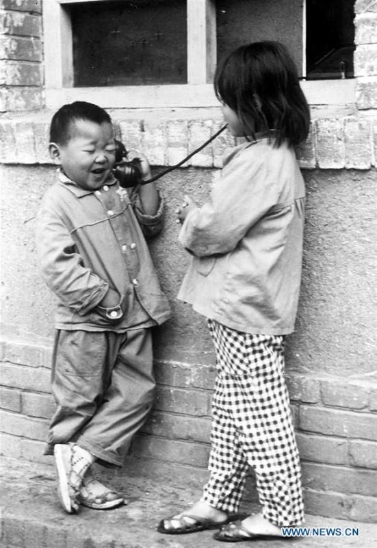 Photo taken on May 10, 1983 shows children making phone call with parents at a public phone booth in central China\'s Henan Province. More than four decades of sound economic growth from 1978, the starting year of the reform and opening-up policy, has fundamentally lifted life quality of 1.3 billion Chinese, who are now able to enjoy the \