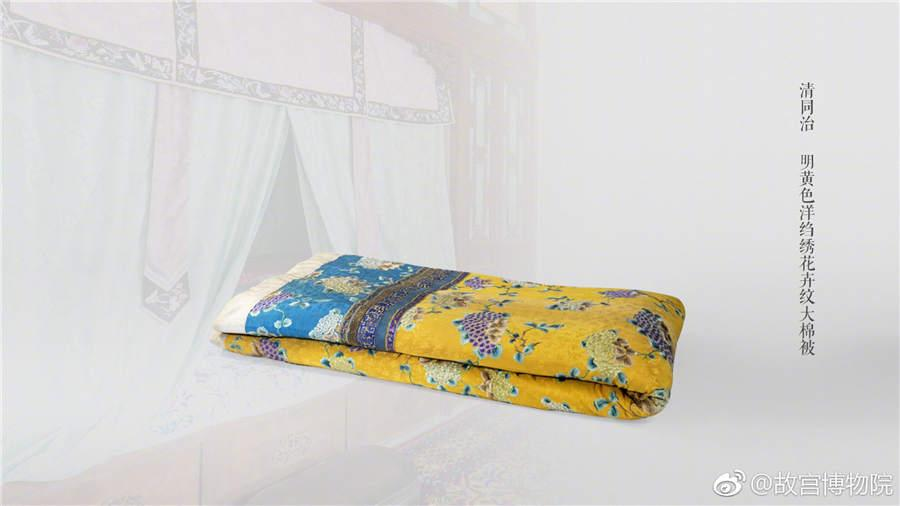 A bright yellow quilt crepe embroidered with flower patterns from the Tongzhi Period of the Qing Dynasty.  (Photo/Official Weibo account of the Palace Museum)