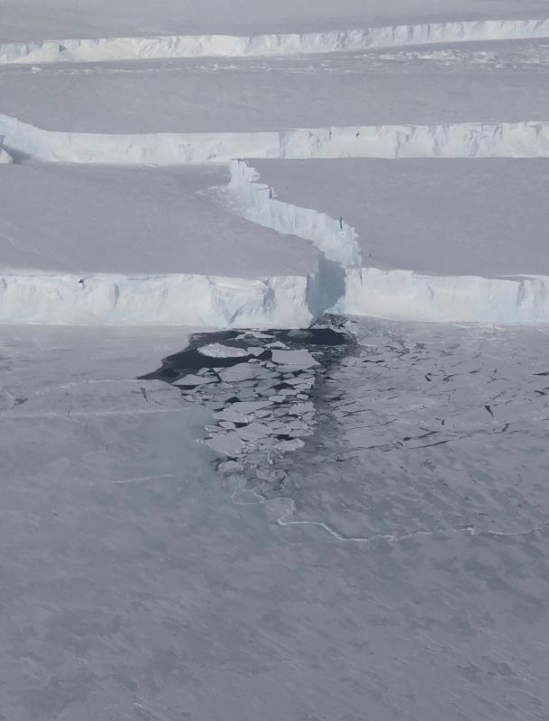 NASA has spotted a gigantic new iceberg three times the size of Manhattan in Antarctica. Named B-46, it is believed to measure 66 square nautical miles (87 square miles), according to estimates from the U.S. National Ice Center. NASA's Operation IceBridge flight spotted the giant berg, which broke off from Pine Island Glacier in late October. (Photo/NASA)