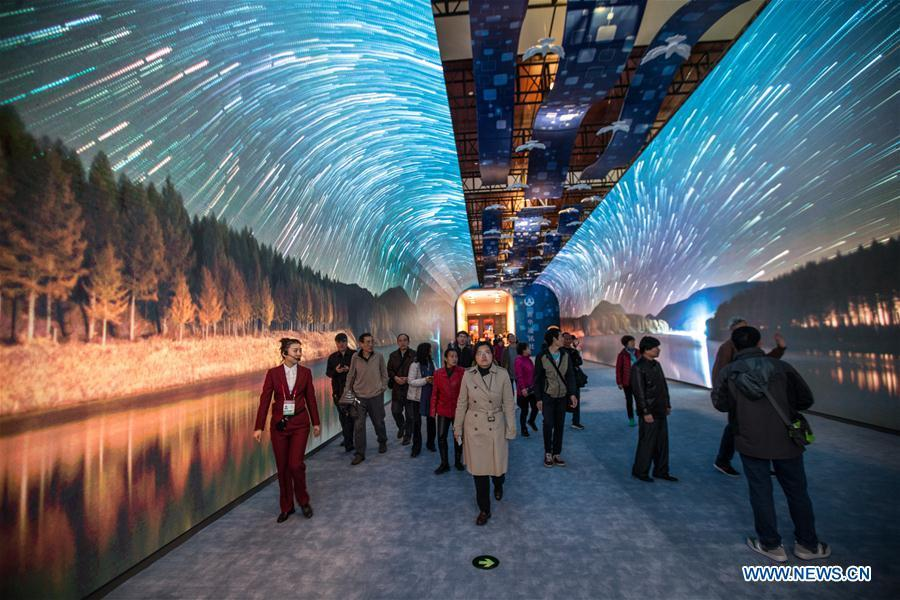 People visit a major exhibition to commemorate the 40th anniversary of China\'s reform and opening-up at the National Museum of China in Beijing, capital of China, Nov. 14, 2018. (Xinhua/Meng Dingbo)