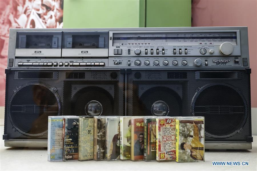 A vintage radio-recorder and several cassettes are displayed at a major exhibition to commemorate the 40th anniversary of China\'s reform and opening-up at the National Museum of China in Beijing, capital of China, Nov. 15, 2018. Vintage objects are displayed at the exhibition which opened here on Tuesday to show visitors the history, accomplishments, and experience of China\'s reform and opening-up. (Xinhua/Shen Bohan)