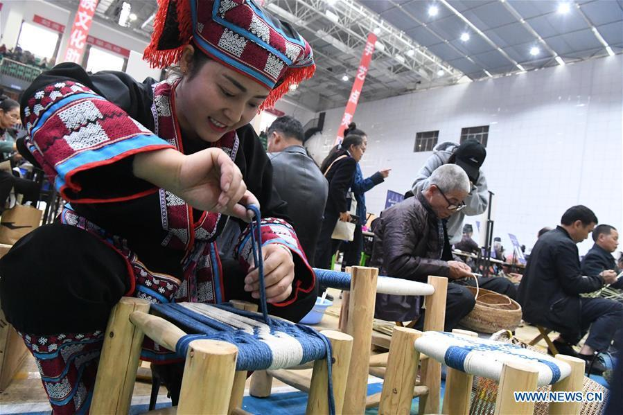 Competitors present weaving skills during a manual skills competition held in Rongjiang County of Qiandongnan Miao and Dong Autonomous Prefecture, southwest China\'s Guizhou Province, on Nov. 15, 2018. A number of artisans from the county participated in the competition in aspects of spinning, weaving, wax printing, embroidery and so on. (Xinhua/Wang Bingzhen)