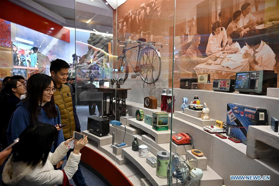 Visitors look at vintage objects displayed at a major exhibition to commemorate the 40th anniversary of China\'s reform and opening-up at the National Museum of China in Beijing, capital of China, Nov. 15, 2018. Vintage objects are displayed at the exhibition which opened here on Tuesday to show visitors the history, accomplishments, and experience of China\'s reform and opening-up.(Xinhua/Li Xin)