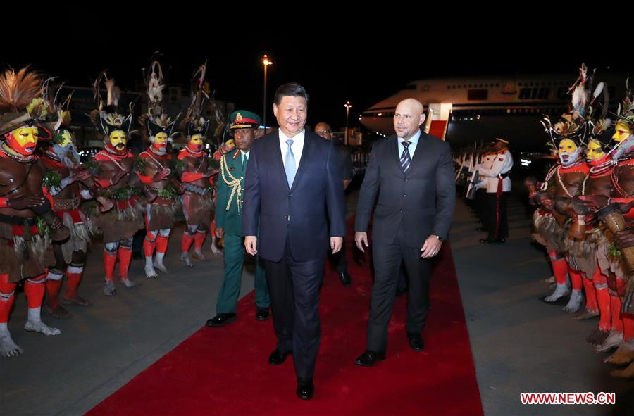 Chinese President Xi Jinping (C) is warmly welcomed by senior Papua New Guinea (PNG) officials and locals upon his arrival at the airport in Port Moresby, PNG, on Nov. 15, 2018. Xi arrived here Thursday to pay a state visit to PNG, meet with leaders of the Pacific island countries which have diplomatic ties with China and attend the 26th Asia-Pacific Economic Cooperation (APEC) Economic Leaders\' Meeting. (Xinhua/Ju Peng)