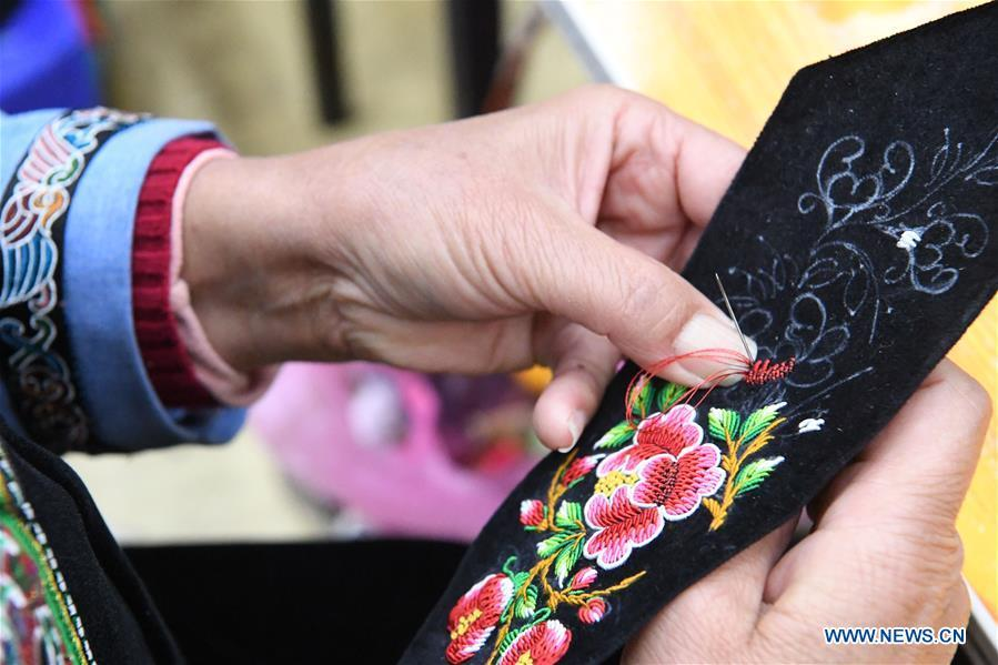 A competitor presents embroidery skills during a manual skills competition held in Rongjiang County of Qiandongnan Miao and Dong Autonomous Prefecture, southwest China\'s Guizhou Province, on Nov. 15, 2018. A number of artisans from the county participated in the competition in aspects of spinning, weaving, wax printing, embroidery and so on. (Xinhua/Wang Bingzhen)