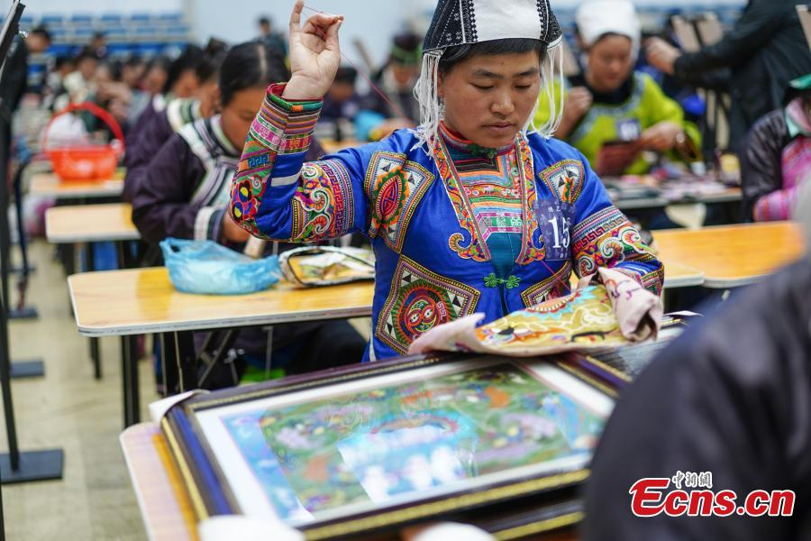 A competitor presents embroidery skills during a manual skills competition held in Rongjiang County of Qiandongnan Miao and Dong Autonomous Prefecture, southwest China\'s Guizhou Province, on Nov. 15, 2018. A number of artisans from the county participated in the competition in aspects of spinning, weaving, wax printing, embroidery and so on.(Photo: China News Service/ He Junyi)