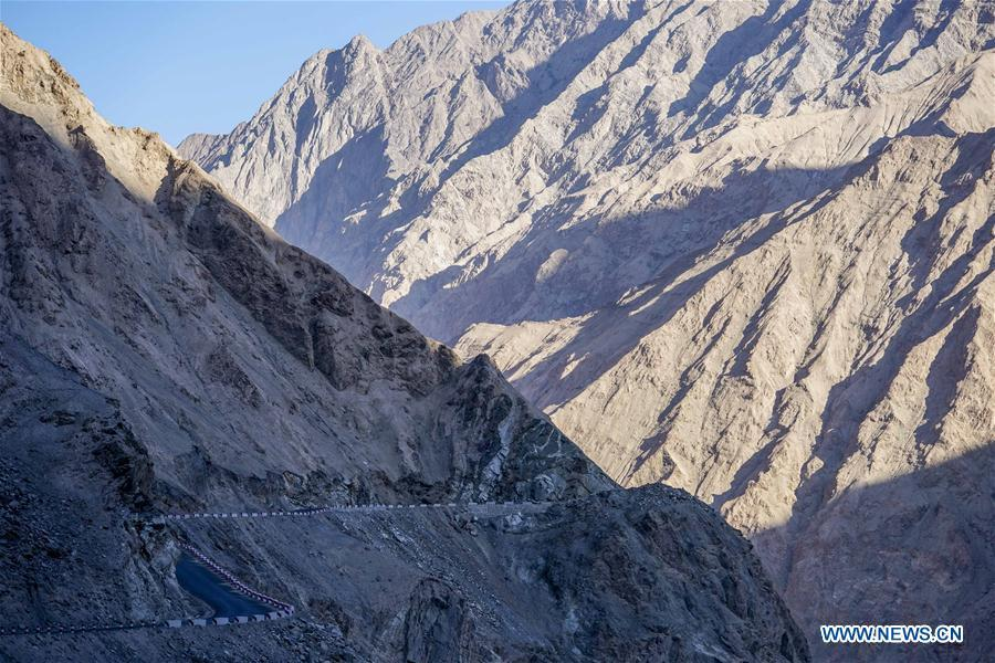 Photo taken on Nov. 11, 2018 shows a road along hillside in Datong Township of Taxkorgan Tajik Autonomous County, northwest China\'s Xinjiang Uygur Autonomous Region. The infrastructure construction here has improved the traffic condition of the once isolated township. (Xinhua/Hu Huhu)