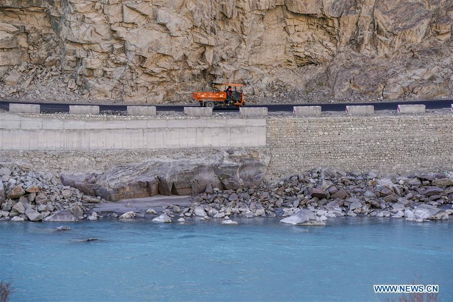 A vehicle runs on a road in Datong Township of Taxkorgan Tajik Autonomous County, northwest China\'s Xinjiang Uygur Autonomous Region, Nov. 11, 2018. The infrastructure construction here has improved the traffic condition of the once isolated township. (Xinhua/Hu Huhu)