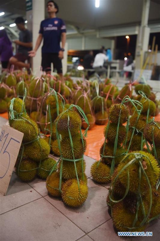 Photo taken on Nov. 18, 2018 shows durians at the Gadong Night Market in Bandar Seri Begawan, capital of Brunei. (Xinhua/Wang Shen)