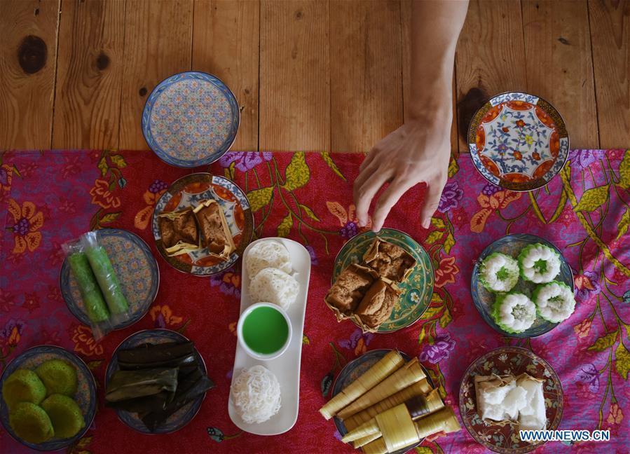 Photo taken on Nov. 18, 2018 shows traditional local food in Bandar Seri Begawan, capital of Brunei. (Xinhua/Wang Shen)