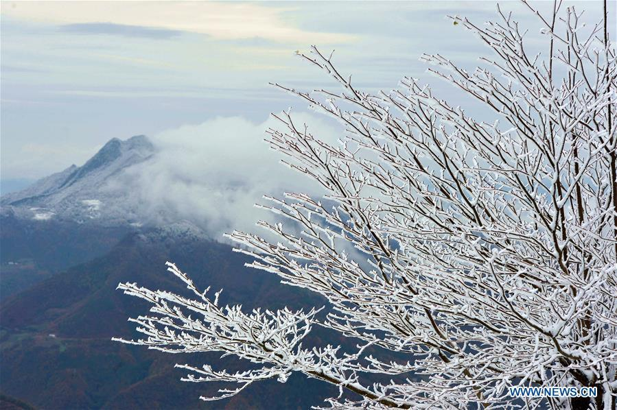 Photo taken on Nov. 18, 2018 shows snow scenery at Zhanjiapo Village in Houping Town, Baokang County, central China\'s Hubei Province. (Xinhua/Yang Tao)