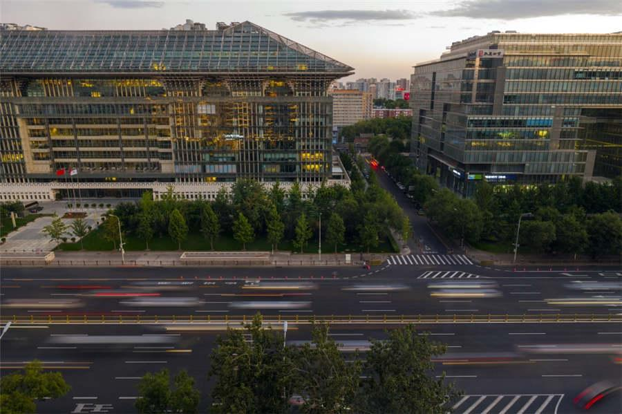 The view today from a window at Beijing Minzu Hotel on Chang\'an Avenue is dramatically different, Sept. 22, 2018. (Photo provided to chinadaily.com.cn)