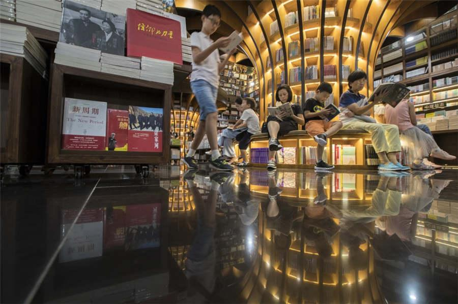 The interior of the fashionable Zhongshuge bookstore in Shanghai\'s Xuhui district is sleek and sophisticated, Sept 23, 2018. (Photo provided to chinadaily.com.cn)