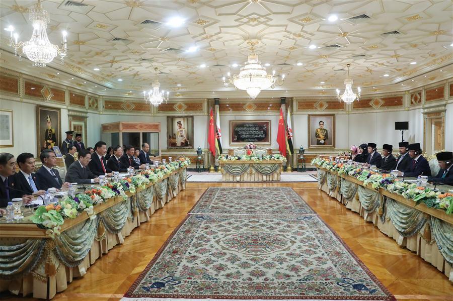 Chinese President Xi Jinping holds talks with Brunei\'s Sultan Haji Hassanal Bolkiah in Bandar Seri Begawan, Brunei, Nov. 19, 2018. (Xinhua/Ju Peng)