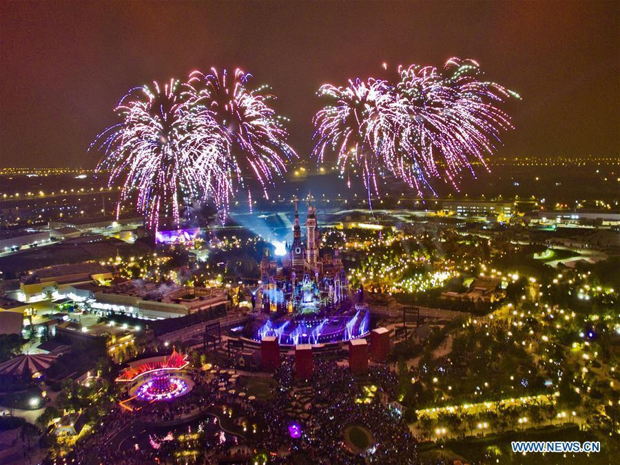 Photo taken on June 4, 2016 shows the night scene of Shanghai Disney Resort in Shanghai, east China. China is slated to become world\'s largest theme park market by 2020, when the number of tourists is expected to exceed 230 million, according to a fresh report by U.S. engineering firm AECOM. The number of tourists to Chinese theme parks have seen an average annual growth of 13 percent in the past decade, and reached 190 million in 2017. The number is expected to keep the double digit growth in the following years, according to the report. The report attributes the rapid growth to Chinese consumers\' rising income that sparks greater demands on leisure activities, as well as more convenient public transportation systems. (Xinhua/Niu Yixin)