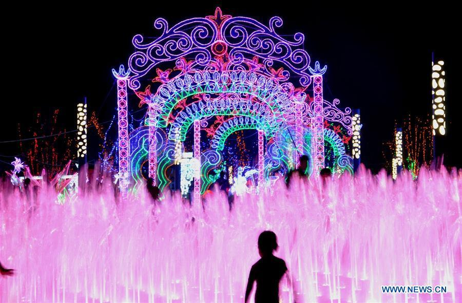 Tourists enjoy colorful lights during a light art festival held at a space theme park in Yanjiao of Sanhe City, north China\'s Hebei Province, July 29, 2016. China is slated to become world\'s largest theme park market by 2020, when the number of tourists is expected to exceed 230 million, according to a fresh report by U.S. engineering firm AECOM. The number of tourists to Chinese theme parks have seen an average annual growth of 13 percent in the past decade, and reached 190 million in 2017. The number is expected to keep the double digit growth in the following years, according to the report. The report attributes the rapid growth to Chinese consumers\' rising income that sparks greater demands on leisure activities, as well as more convenient public transportation systems. (Xinhua/Li Mingfang)