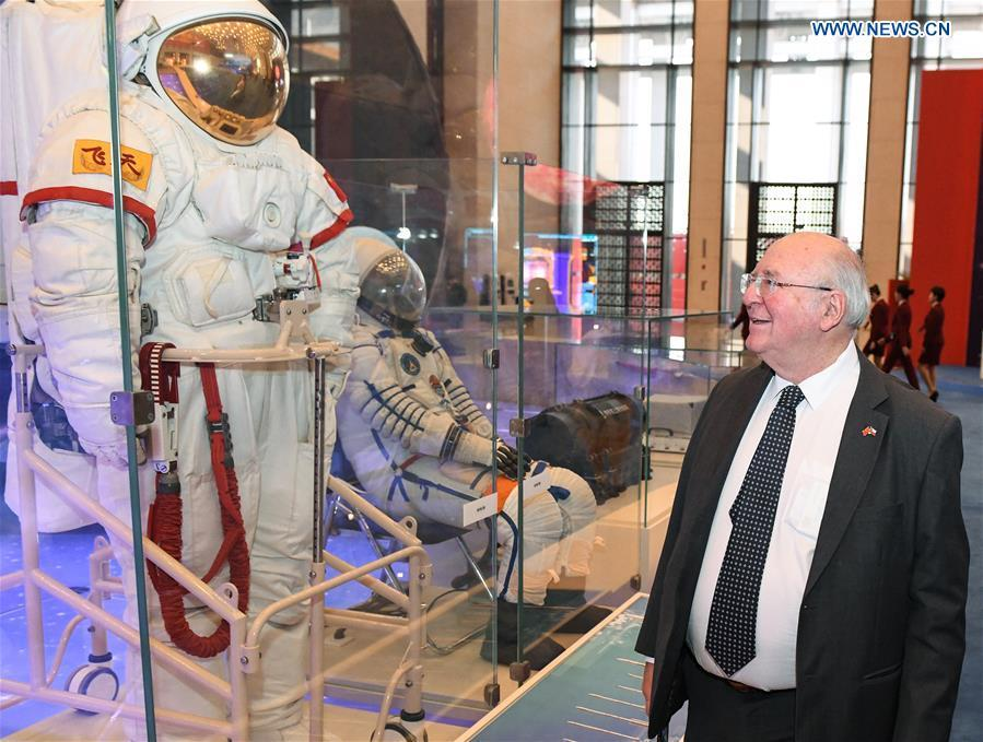 A foreign visitor views the spacesuits designed and made by China during a major exhibition to commemorate the 40th anniversary of China\'s reform and opening-up at the National Museum of China in Beijing, capital of China, Nov. 19, 2018. (Xinhua/Li He)
