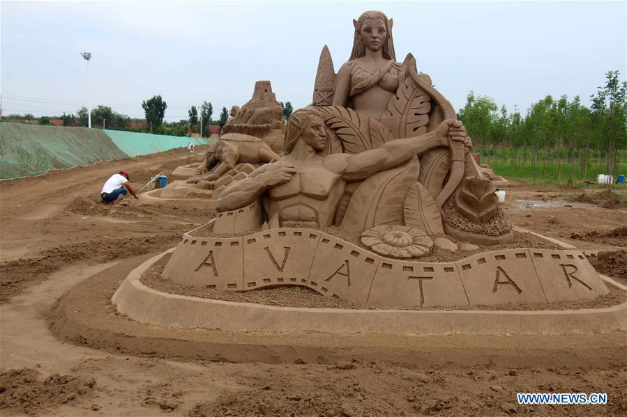 Sand sculpture artists work at a sand sculpture theme park in Binzhou High-tech Development Zone of east China\'s Shandong Province, July 19, 2017. China is slated to become world\'s largest theme park market by 2020, when the number of tourists is expected to exceed 230 million, according to a fresh report by U.S. engineering firm AECOM. The number of tourists to Chinese theme parks have seen an average annual growth of 13 percent in the past decade, and reached 190 million in 2017. The number is expected to keep the double digit growth in the following years, according to the report. The report attributes the rapid growth to Chinese consumers\' rising income that sparks greater demands on leisure activities, as well as more convenient public transportation systems. (Xinhua/Chu Baorui)