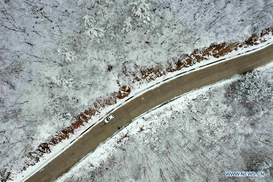 Aerial photo taken on Nov. 18, 2018 shows snow scenery at Dayangpo Village in Longping Town, Baokang County, central China\'s Hubei Province. (Xinhua/Yang Tao)