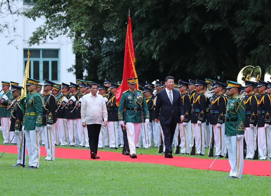 Chinese President Xi Jinping, accompanied by his Philippine counterpart Rodrigo Duterte, inspects the guard of honor in Manila, the Philippines, Nov. 20, 2018. Xi attended a welcome ceremony held by Duterte before their talks on Tuesday. (Xinhua/Ju Peng)