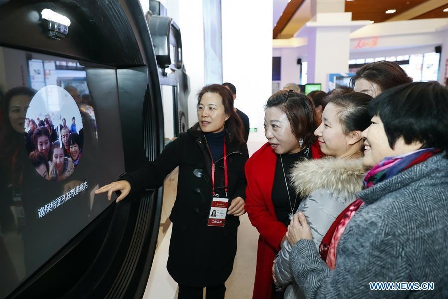 Visitors experience a postcard customize project of Xinhua News Agency during a major exhibition to commemorate the 40th anniversary of China\'s reform and opening-up at the National Museum of China in Beijing, capital of China, Nov. 20, 2018. (Xinhua/Shen Bohan)