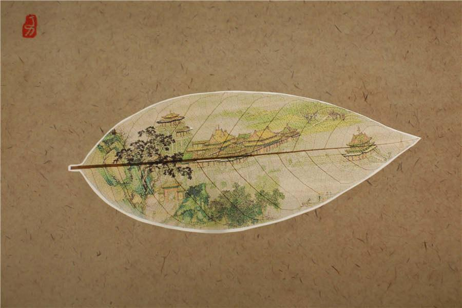 A detailed view of Ding Li\'s leaf painting Along the River During the Qingming Festival. (Photo provided to chinadaily.com.cn)