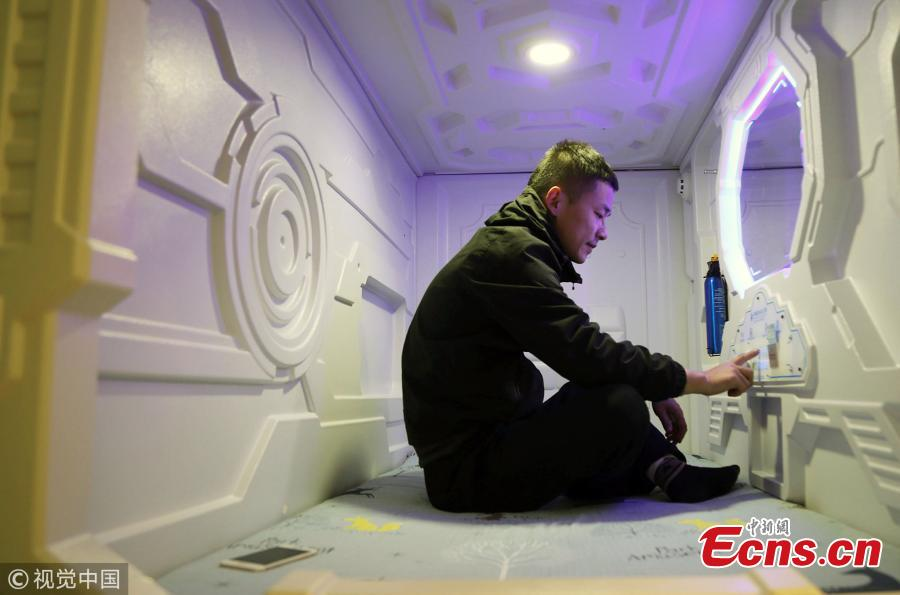 The Henan University No 1 Hospital in the city of Luoyang, Henan province has introduced a special area with sleeping pods for the family members of overnight patients. Family members at the hospital are allowed to stay for free and can get a key to a room containing 10 capsule pods, after approval from a nurse on duty. Each capsule, which is some two metres long and one metre wide and high, comes equipped with a phone so that visitors can speak to a member of medical staff at any time - even if it\'s in the early hours. There are also lockable storage cupboards for valuables, and a public area for people to sit and watch television. (Photo/VCG)