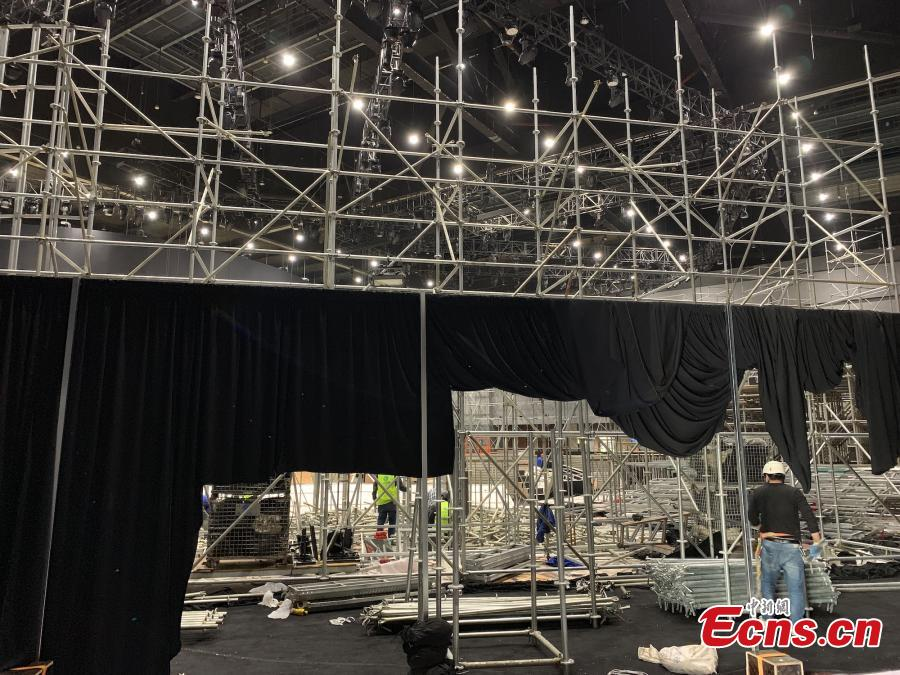 Decorations are under demolition at show field of Dolce & Gabbana in Shanghai on November 22, 2018. The Italian fashion brand canceled its show in Shanghai hours before it was scheduled to get underway on Wednesday evening. Before the cancellation, a long list of Chinese celebrities, including the company\'s brand ambassador in China, singer-actor Wang Junkai, announced they would not attend the show. On Sunday, a short video was posted on Dolce& Gabbana\'s Instagram and Sina Weibo accounts, apparently intended to promote the upcoming Shanghai show. (Photo: China News Service/ Kang Yuzhan)