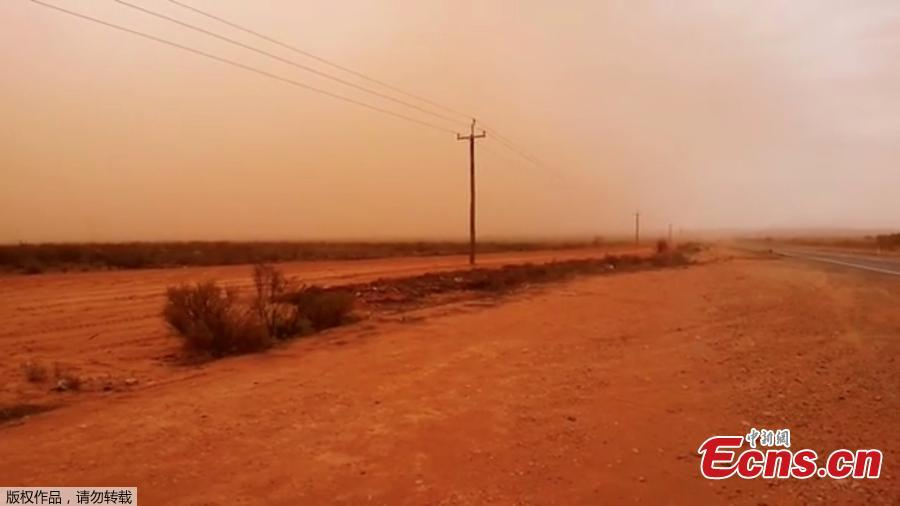 A road is shrouded in a cloud of dust as a dust storm descends upon West Broken Hill, New South Wales, Australia, November 20, 2018 in this still image taken from a video obtained from social media. (Photo/Agencies)