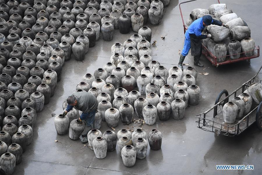 Workers check the jars used to contain rice wine at Shaoxing Nuerhong Winery Company in Shaoxing, east China\'s Zhejiang Province, Nov. 21, 2018. The company maintains its traditional rice wine brewing method, which is composed of nearly 20 processing steps. (Xinhua/Weng Xinyang)