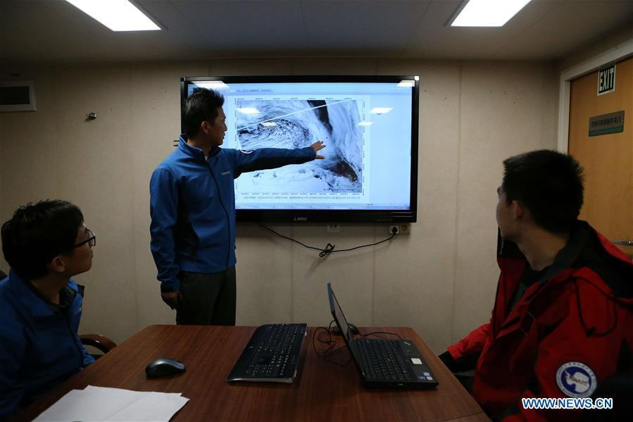 Captain of China\'s research icebreaker Xuelong and meteorological forecasters work on the ship on Nov. 21, 2018. The icebreaker, also known as the Snow Dragon, is on China\'s 35th Antarctic research expedition. At 6:22 p.m. Wednesday (local time), Xuelong crossed the stormy westerlies on its way toward China\'s Zhongshan Station in Antarctic. (Xinhua/Liu Shiping)