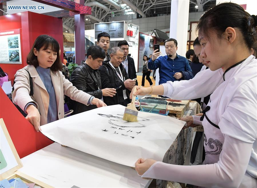 Workers demonstrate wood block printing techniques in the 8th Chinese Museums and Relevant Products and Technologies Exposition (MPT-Expo) in Fuzhou, capital of southeast China\'s Fujian Province, Nov. 23, 2018. (Xinhua/Li He)