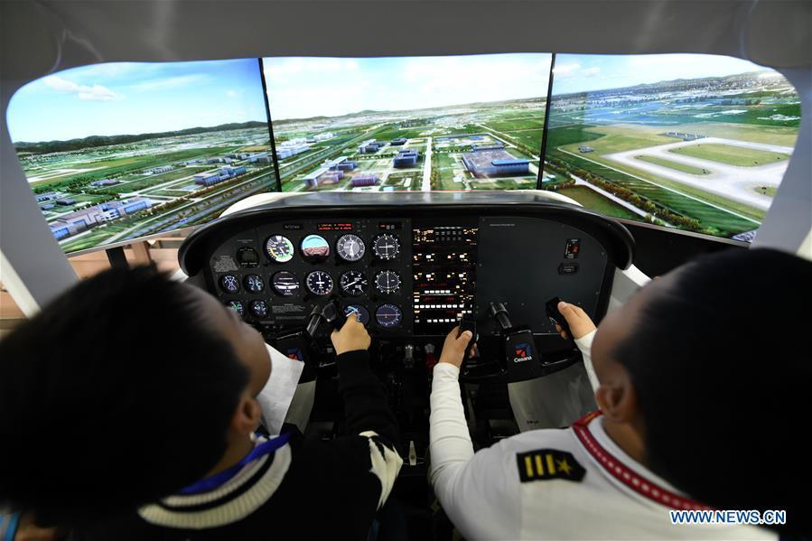 Students experience simulation flight during the China Junior Flight Simulation Championships in Harbin, northeast China\'s Heilongjiang Province, Nov. 24, 2018. About 411 students of 46 teams took part in the two-day championships. (Xinhua/Wang Song)