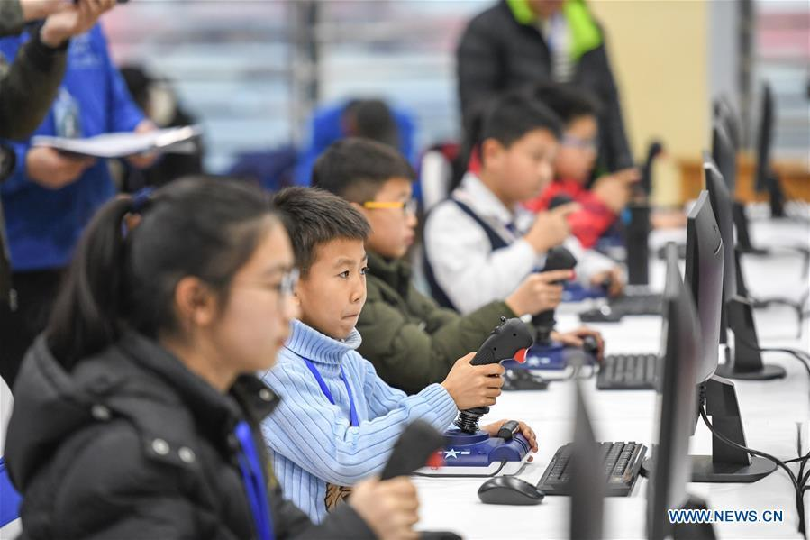Students compete during the China Junior Flight Simulation Championships in Harbin, northeast China\'s Heilongjiang Province, Nov. 24, 2018. About 411 students of 46 teams took part in the two-day championships. (Xinhua/Wang Song)