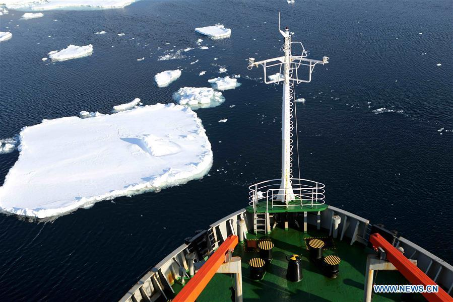 China\'s research icebreaker Xuelong travels between sheets of floating ice in the Southern Ocean, Nov. 25, 2018. Xuelong entered a floating ice area in the Southern Ocean to avoid a cyclone. The ice area is located at 61.55 degrees south latitude and 110.37 east longitude. (Xinhua/Liu Shiping)