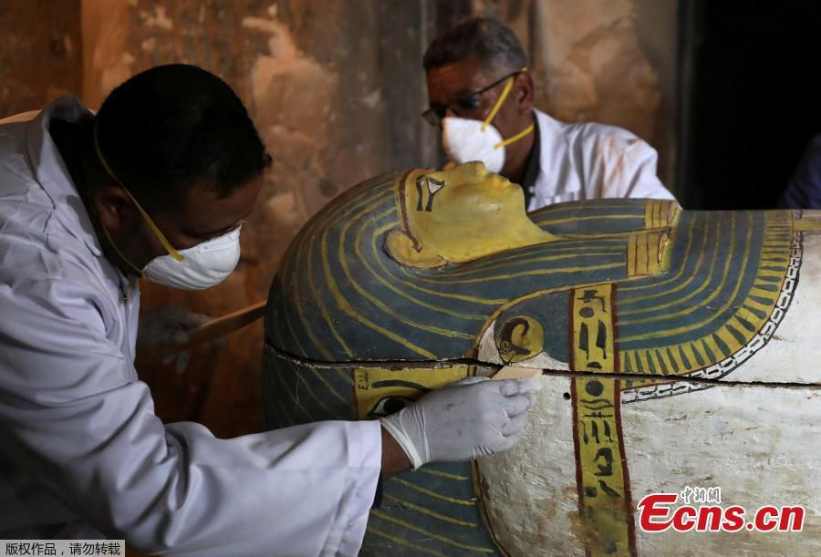 Archaeologists remove the cover of an intact sarcophagus inside the tomb TT33 in Luxor, Egypt November 24, 2018. (Photo/VCG)  A new ancient tomb is unveiled in the Theban necropolis of Al-Assasif in the southern city of Luxor, Egypt, on Nov. 24. The tomb dates back to the Middle Kingdom, which spanned the 11th and 12th dynasties, and is the burial site of nobles and senior officials close to the pharaohs. Among the findings in the tomb are sarcophagi, statues and some funerary figurines called \