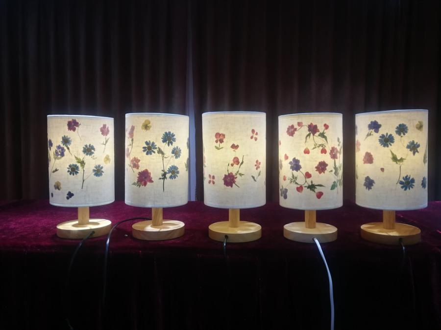 An artwork made of pressed flower by Liu Xianghuan. (Photo provided to chinadaily.com.cn) Then she became a researcher of the laboratory and has overcome lots of technical challenges.  Now she teaches a course of pressed flower technology, which has become one of the most popular courses in the university.