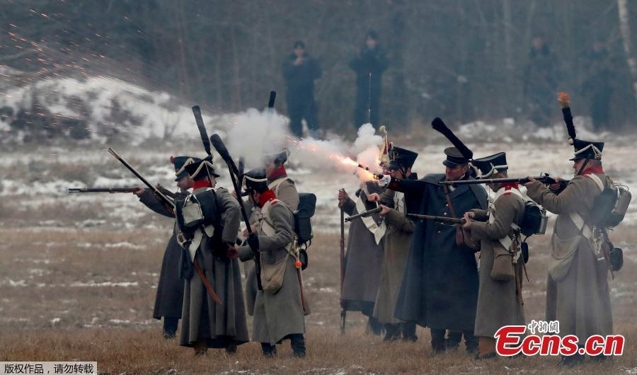 People dressed in the historic uniforms of the Imperial Russian army take part in a re-enactment of the 1812 Battle of Berezina, to mark the 206th anniversary of the battle, near the village of Bryli, Belarus, November 25, 2018. (Photo/Agencies)